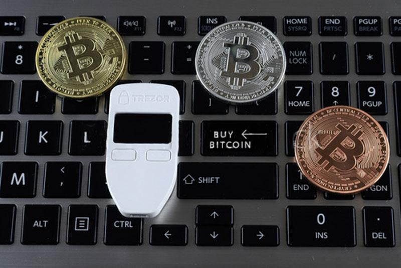 بررسی و نحوه راهاندازی کیف پول ترزور (Trezor)