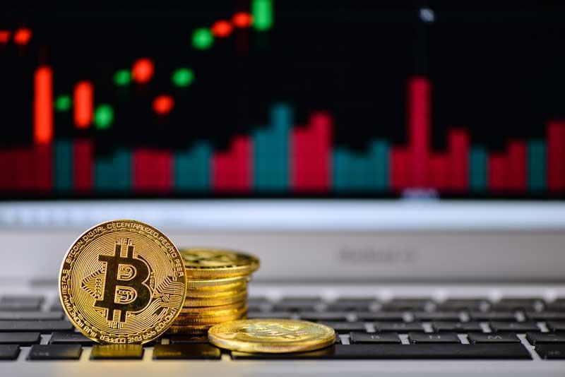 احتمال کاهش قیمت بیت کوین (Bitcoin) تا سطح ۱۰۴۰۰ دلار | همتاپی
