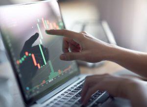 تردید معاملهگران حرفهای نسبت به بازگشت قیمت بیت کوین به 50 هزار دلار | همتاپی