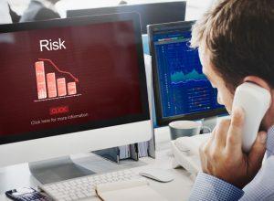 ۹ ریسک اصلی خرید و فروش ارزهای دیجیتال و چگونگی اجتناب از آنها | همتاپی
